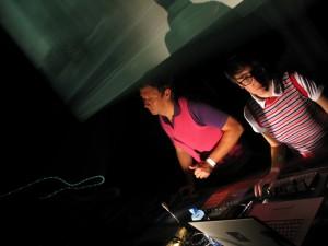 Glitterbug & Ronni Shendar live in Amsterdam / Photo by Rene Passet